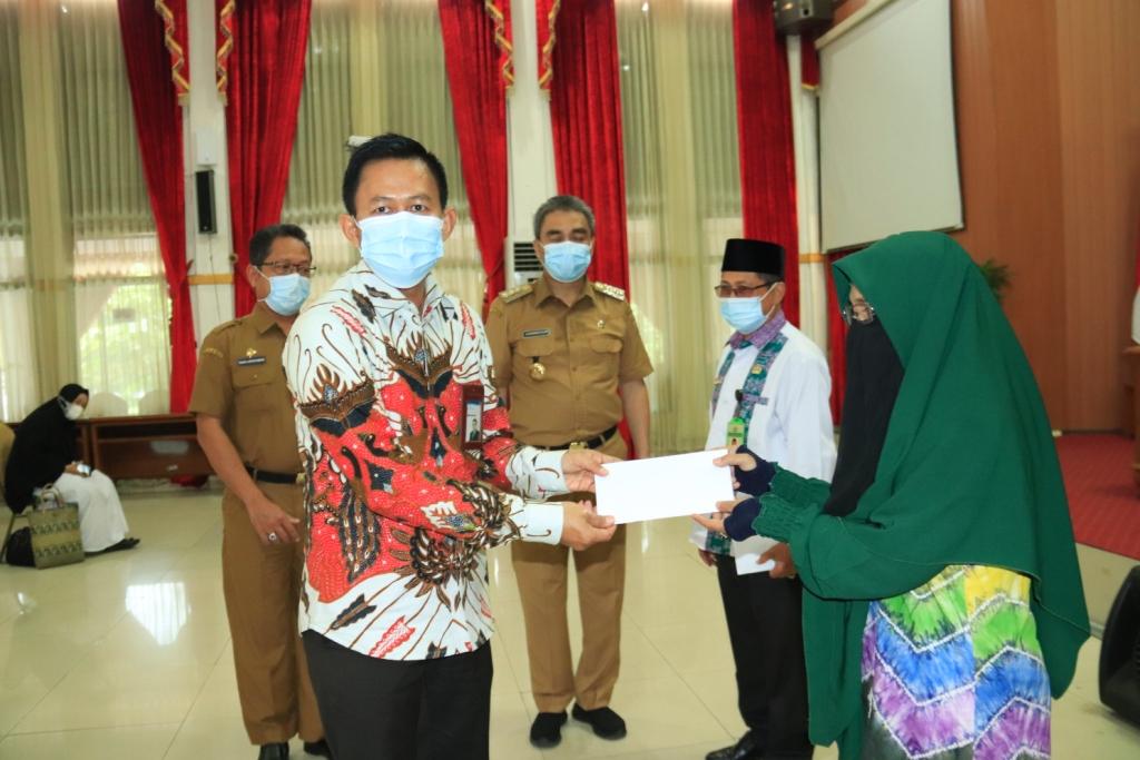 Bank Kalsel Serahkan Dana CSR untuk Rumah Tahfidz Qur'an se Kota Banjarbaru