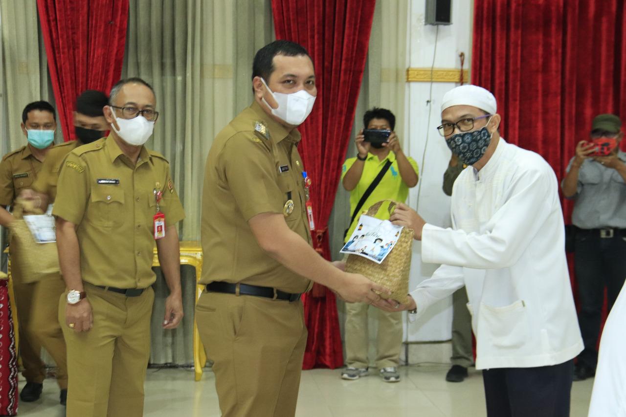 Penyerahan Santunan Tali Asih untuk Pasukan Hijau, Kuning, RT dan Guru Mengaji
