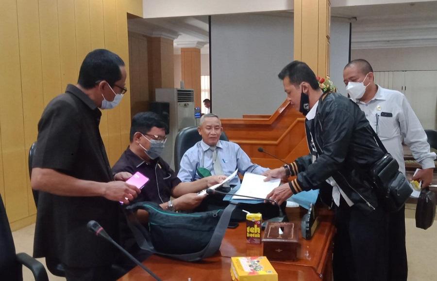 Mengabdi Belasan Tahun, Tenaga Kontrak Tak Lolos Administrasi Mengadu ke DPRD