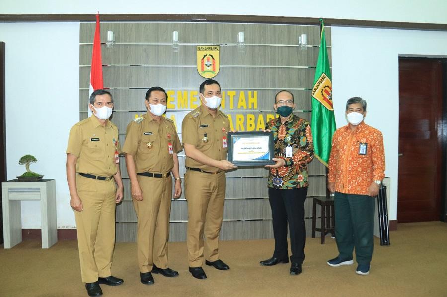 Banjarbaru Terima Penghargaan Pengelolaan Pajak Terbaik Semester I oleh KPPN Banjarmasin