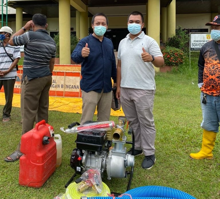 Fauzan Anggota DPRD Kota Banjarbaru Serahkan Bantuan Hasil Reses