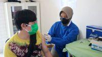 Awak Media dan Keluarga Kembali Ikuti Serbuan Vaksinasi di RS TNI AU Sjamsudin Noor